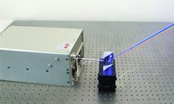 4波長レーザー光源